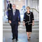 Quebec Premier Philippe Couillard and Ontario Premier kathleen Wynne walk together